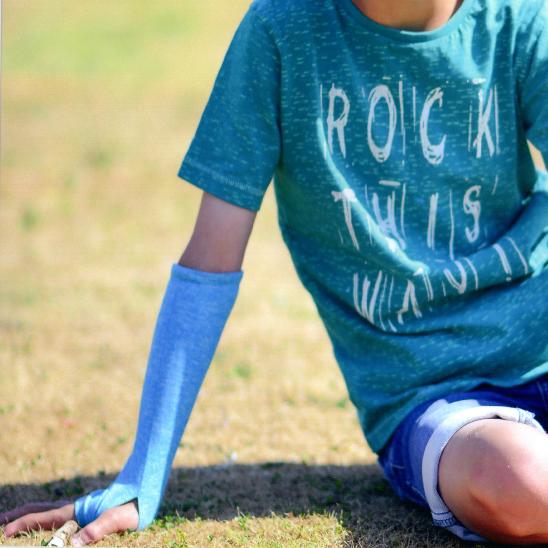 Arm sleeve met handbescherming